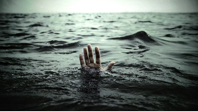 hands_drowning_sea_1920x1080_wallpaper_Wallpaper_1920x1080_www.wallmay.net_0